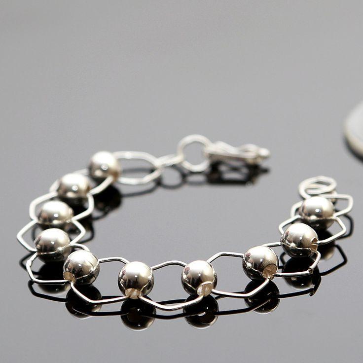 Elegante armband van zilver Lengte: 19 cm http://www.dczilverjuwelier.nl/zilveren-armbanden