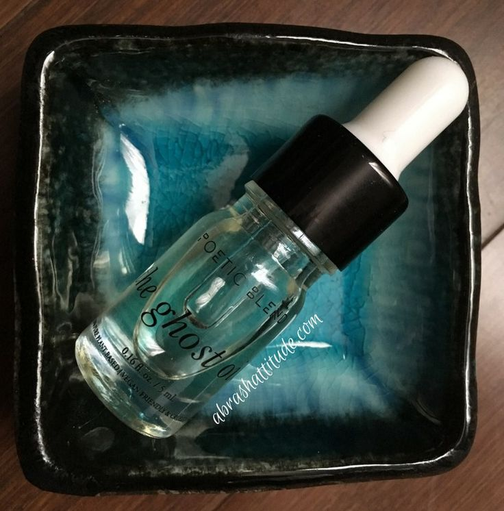 hello, hello! Today I have a review of The Ghost Oil from Poetic Blend that came in my October box from Petit Vour [info in italics from the Petit Vour website] As the quintessential daily moisturi…