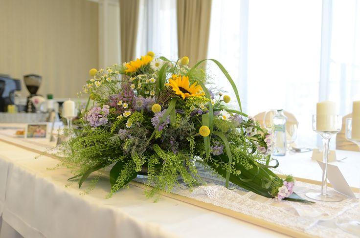 Ikebana z lúčnych kvetov, ktorá vyčarila slniečko aj v miestnosti...