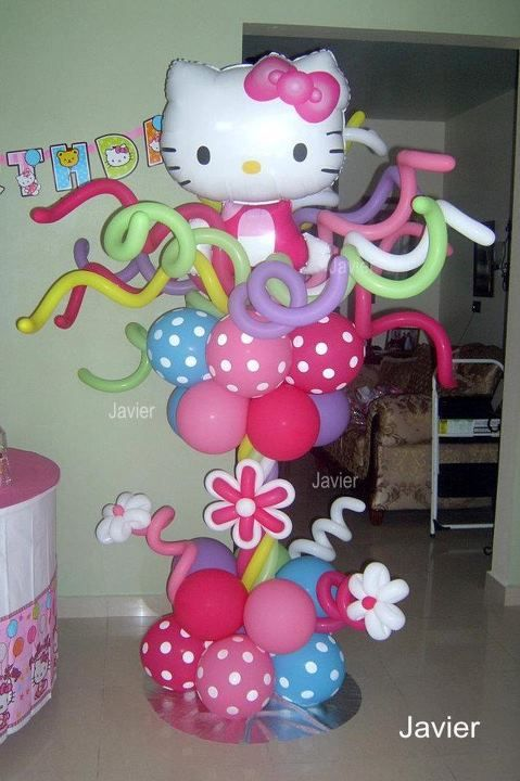 Decoracion con escultura de globos de látex de fiesta Hello Kitty. #FiestaHelloKitty