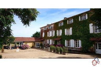 Pour votre futur achat immobilier en Dordogne vous rêvez d'un bien d'exception ? Découvrez entre particuliers cette propriété à Milhac-de-Nontron.  http://www.partenaire-europeen.fr/Actualites/Achat-Vente-entre-particuliers/Immobilier-maisons-a-decouvrir/Maisons-a-vendre-entre-particuliers-en-Aquitaine/Propriete-manoir-18eme-siecle-gites-piscine-garage-parc-arbore-ID3220364-20170413 #Maison