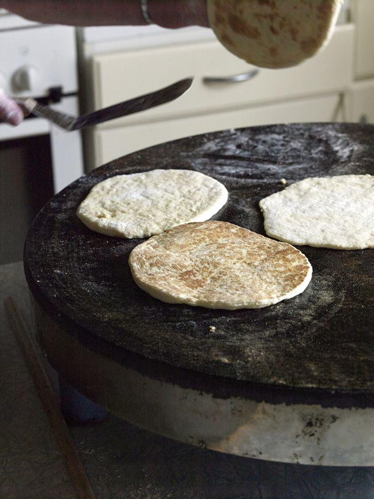 Myke og søte mørlefser som er ekstra gode med ost på. Du kan enkelt bake en grovere variant som egner seg godt til turmat.