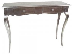 Konzolový stolík Padova S 105cm  Dvojšuflíkový elegantný konzolový stolík v striebornej farbe. My si z neho vieme predstaviť ideálny štýlový písací stolík, ako ho využijete Vy, necháme už na Vás.  Šírka: 105cm  Dĺžka: 35cm  Výška: 80cm  Materiál: drevo  Dostupné farby: zlatá, strieborná, biely lak