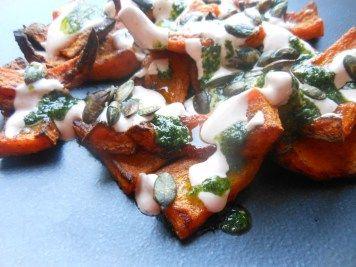 Et Tring kocht: Im Ofen gerösteter Kürbis mit Joghurtdip und Kräuteröl nach Ottolenghi #vegetarisch