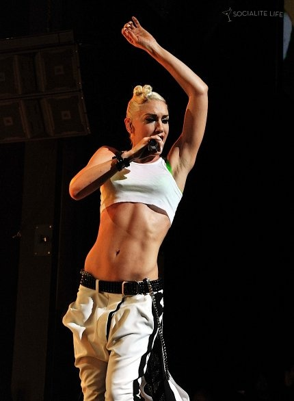 Two words as to why I've always wanted to be a blonde: Gwen Stefani.  And she's got a rockin' bod.