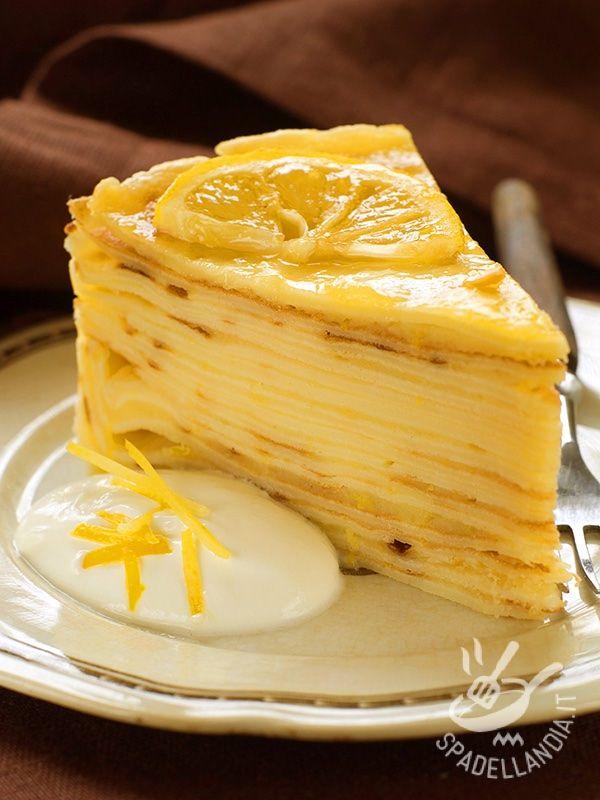 La Torta mille crepes alla crema di limone è a base della crema Lemon Curd, che potrete preparare in varianti più o meno dense, ma buonissime! #tortadicrepes