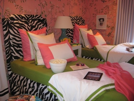 Cute Idea For My Daughters Room Since She Was Pink Zebra Girls Bedroom Wallpaperbedroom