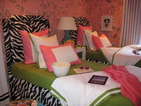 Cute Idea For My Daughters Room Since She Was Pink Zebra Girls Bedroom Wallpaperbedroom