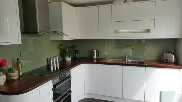 Wickes Sofia compact kitchen with dark solid wood worktop (Designed by Ivan Ainslie-Brown, Installed by Wickes fitter Terry Weatherhead)