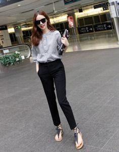 Today's Hot Pick :时尚简约直版休闲及踝长裤 http://fashionstylep.com/SFSELFAA0022491/bagazimuricn/out 复古大牌的韩范,简约 气质,潮爆!今年非常火热的款型,舒适略宽松,穿着舒适又显瘦,绝对nice~低调纯色系,用最赞的剪裁来突出MM们对时尚的执着追求,搭配简单时尚的上衣,perfect! -及踝长裤 -直版款式 -纯色 -时尚简约风