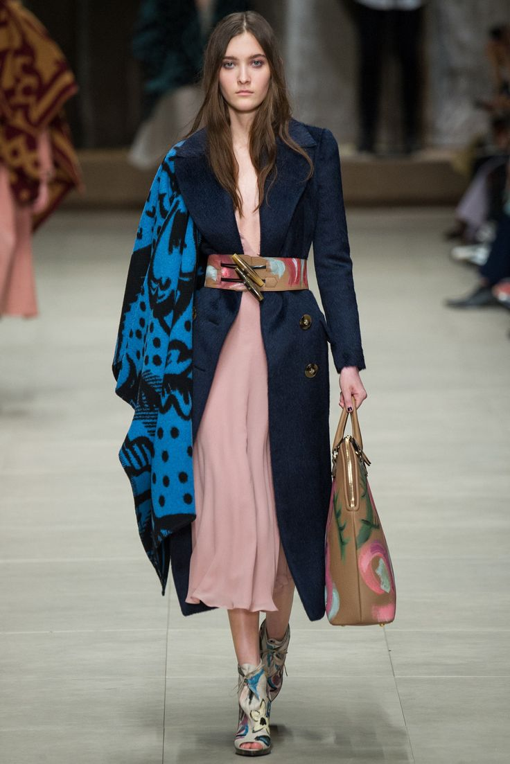 See the complete Burberry Fall 2014 Ready-to-Wear collection.