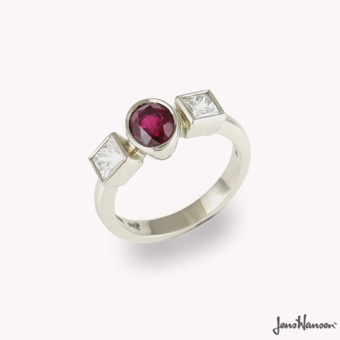 18ct White Gold Ring with Ruby and Diamonds