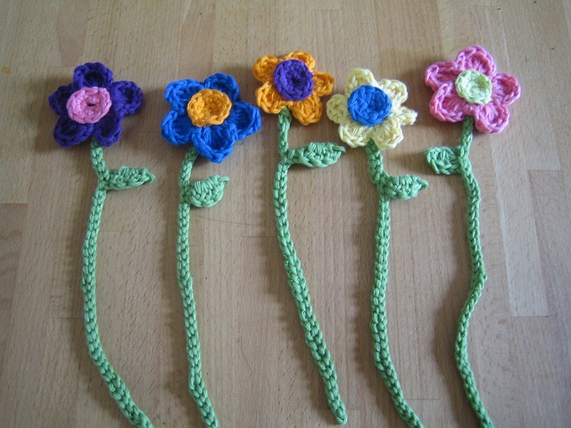 Crochet bookmarks by Apples-and-Pears, via Flickr