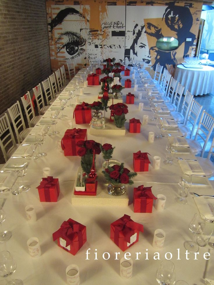 Fioreria Oltre/ Wedding at Christmastime tablescape/ Red rose centerpiece