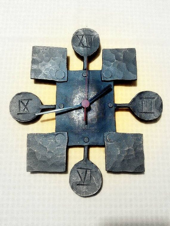 Mejor calidad reloj de cuarzo de su interior o exterior. Diseño original y único, producto de metal forjado a mano Tamaño aprox. 25 x 20 cm o a convenir Variaciones de color diferente también es posibles