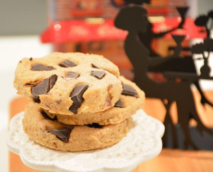 """Frozen cookies :: De Voedingsapotheek. Koekjes die smelten op je tong....ze smaken naar """"Ik wil meer!"""". Gemaakt van o.a. rauwe cashewnoten, medjooldadels, amandelboter en chocolade."""