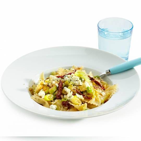 Recept - Pasta met prei, tomaat en blauwe kaas - Boodschappenmagazine