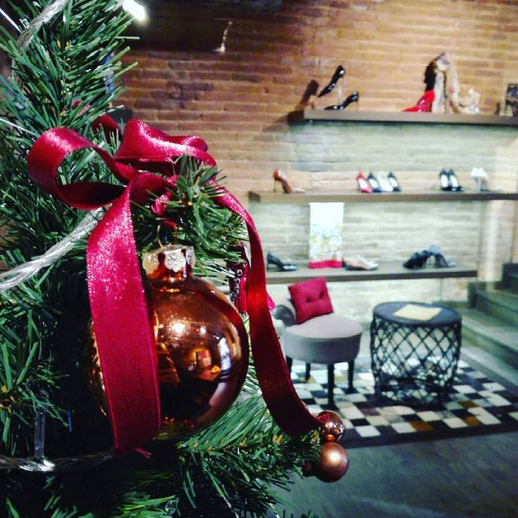 Thank You for Amazing Shopping Night Dear Shoelovers 😘😘😘 Now we invite you to Shopping Weekend 🎉🎉 Christmas mood continue in Cherry Heel c/ Mallorca 273 with special promo up to -60% off Shop online at www.cherryheel.com  #CherryHeel #luxuryshoeboutique #barcelona #shoes #madeinitaly #instagood #december #winter #christmas #gift #Christmastree #christmasornaments #испания #барселона #шоппинг #обувь #распродажа #подарки