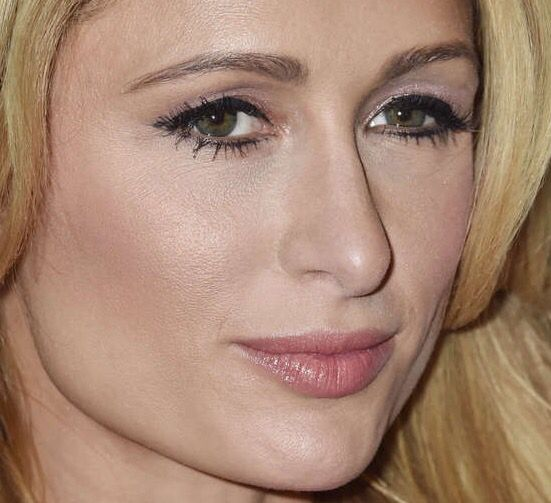 Yep Paris Hilton S Eyes Are Naturally Green Not Blue