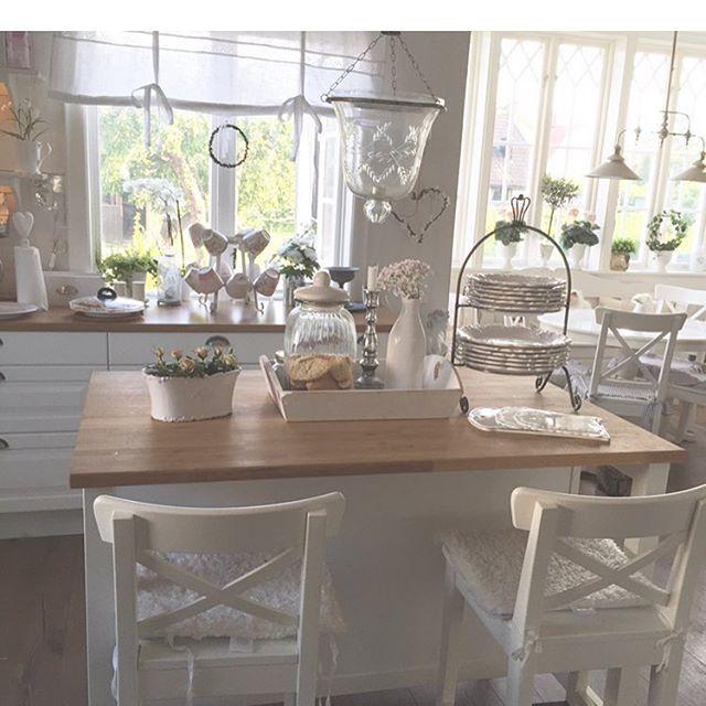 Buon pomeriggio…    Oggi siamo a casa di Nilla in Svezia, un perfetto mix di stile Nordico e Shabby chic…                   ...