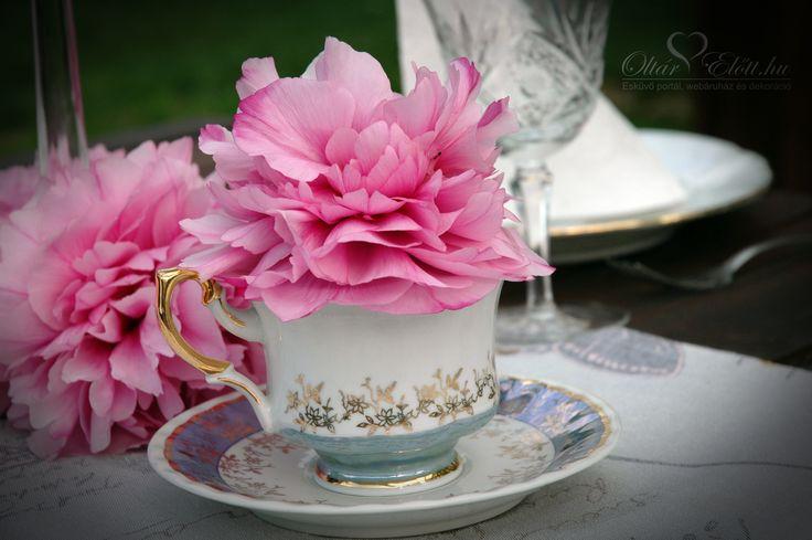 Bazsarózsa fej csészében esküvőre