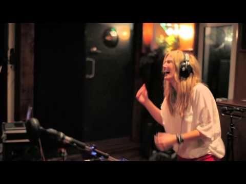 "Delta Goodrem - ""Christmas"" EP | VINCE PIZZINGA | info@vincepizzinga.com"