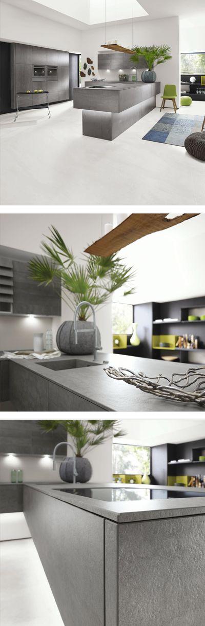 Graue designerküche mit großzügiger kücheninsel