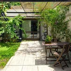 Patio rodina využívá téměř po celý rok jako venkovní obývací pokoj.