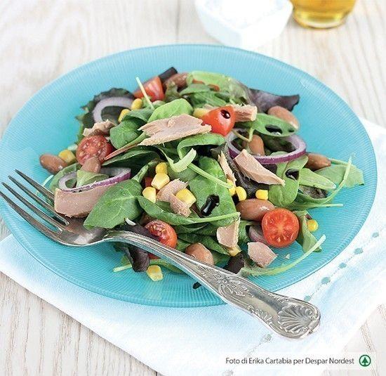 #ricettasana insalata misticanza con tonno, fagioli, cipolla e pomodorini | casadivita.despar.it