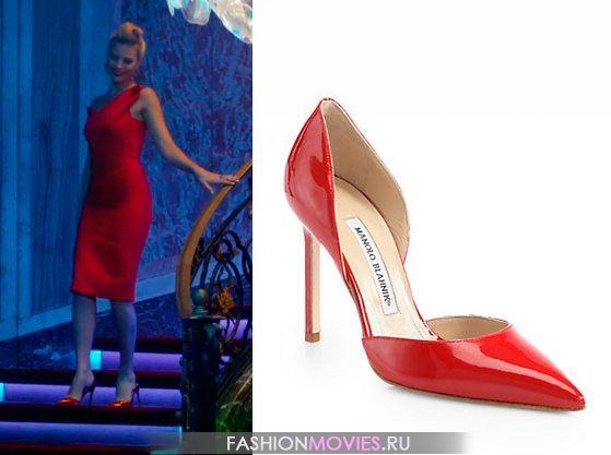 Джесс Баррет сочетает красное платье с красными лакироваными туфлями от Manolo Blahnik