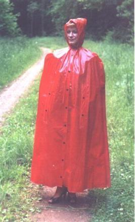 Rotes undurchsichtiges PVC Regencape im 50iger Jahre Stil ...