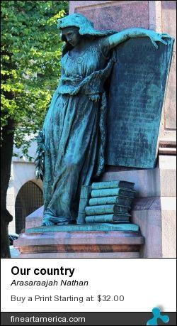 Statue in Kaisaniemi park