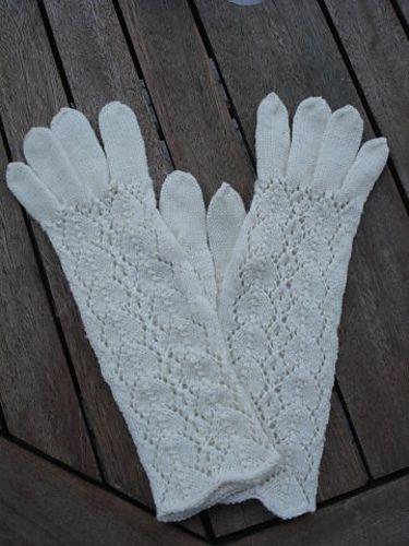 Ravelry: Pitsilised Gloves pattern by Monica Kullarand