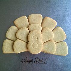Super Cute Decorate Sugar Cookies that make a really cute Turkey Platter. Thanksgiving Looks Like FUN!