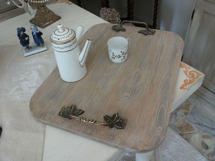 tavola in compensato marino trasformata in vassoio con effetto legno