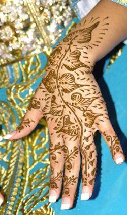 Une fête sur le thème de l'Inde – Des tatouages sur les mains
