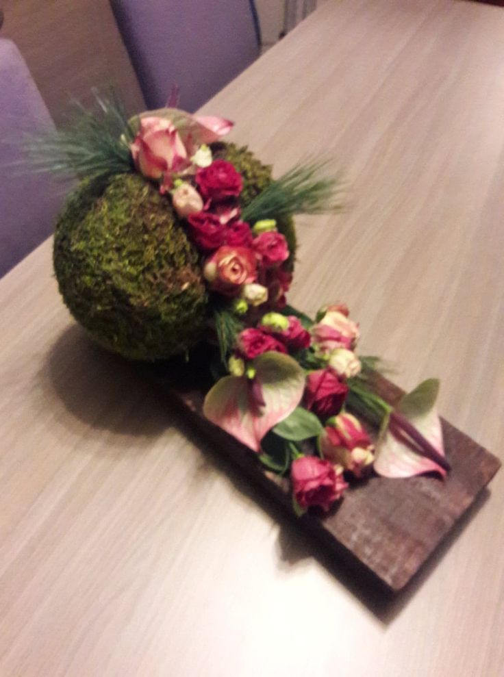 Schieferplatte Blumenkugel Anthurien 2019 Floral Decor Flower Arrangements Simple Modern Floral Arrangements Flower Arrangements