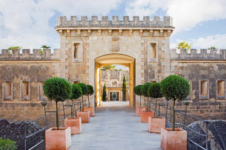 In #Spain, you can feel truly like a king staying in one of its many #medievalcastles, converted into #exclusive #boutiquehotels. bit.ly/1t8MuVq