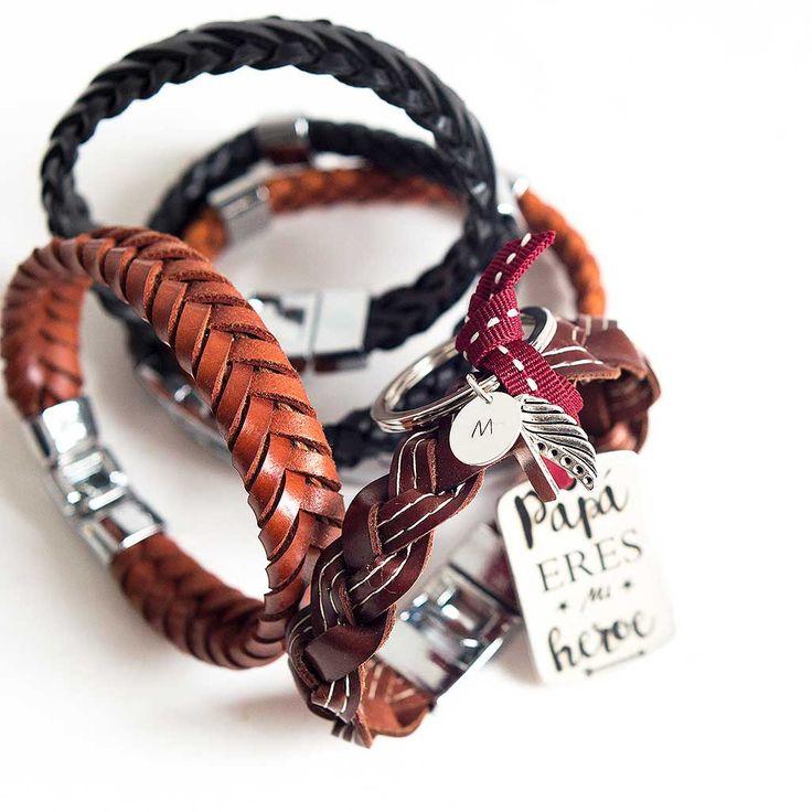 Regalos para el día del padre. Llaveros personalizados. Brazaletes y pulseras de cuero con los nombres de los niños grabados.