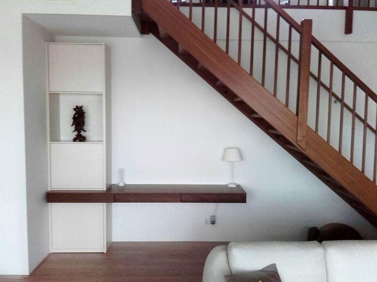 Goede oplossing voor de ruimte onder de trap! De ruimte blijft open én gezellig!