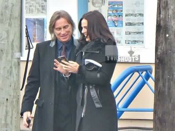 Awesome Lana and Robert (Regina and Mr Gold/Rumple) Lana showing Robert possibly an awesome photo on her awesome iPhone 6 #Once #BTS the awesome Once S5 E12 #SoulsoftheDeparted #StevestonVillage #Richmond #Vancouver BC Wednesday 11-4-15 airs 3-2016