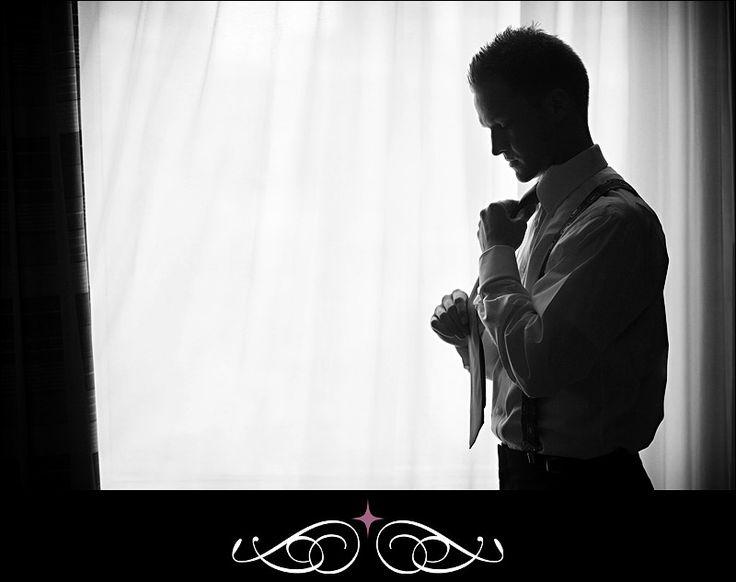 Great portrait of groom getting ready (© Linczak Photography)