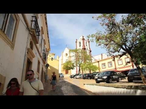 Silves é uma cidade portuguesa no Distrito de Faro, região e sub-região do Algarve, com cerca de 10 800 habitantes. Silves já foi capital do Algarve, mas perdeu esse estatuto, em parte, devido ao assoreamento do rio Arade.    É sede de um município com 680,02 km² de área e 36 165 habitantes (2008[1]), subdividido em 8 freguesias. O município é lim...