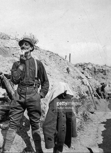 WWI, 1916, Champagne, French soldier having a shave. -Getty/Hulton