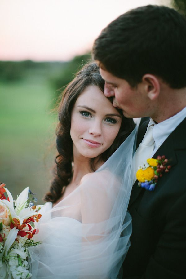 love this Bride's natural look  Photography by smittenphotography.com