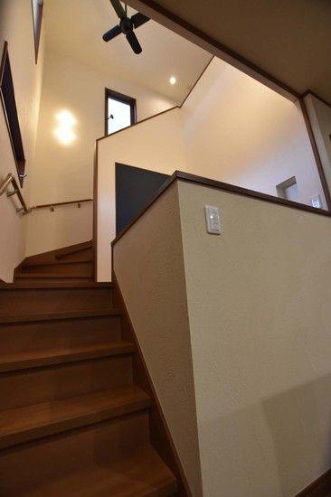 リビング学習は効果的と聞きます。キッチンから見える中二階(スキップフロア)にリビング学習スペースを設けました。