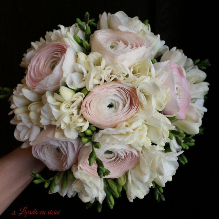 Parfum de femeie  #scent #scentofwoman #spring #bouquet #madewithjoy #livadacuvisini #paulamoldovan #bride #wedding #flowers #idoflowers #sayitwithflowers #buchet #cununie #nunta #bucuresti #bucharest #ranunculus #frezii #parfum