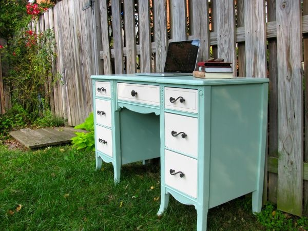 This is such a beautiful refurbished desk