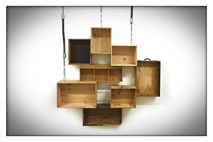 HANGIN' LOOSE   Hangende wandkast van verschillende houten kistjes.