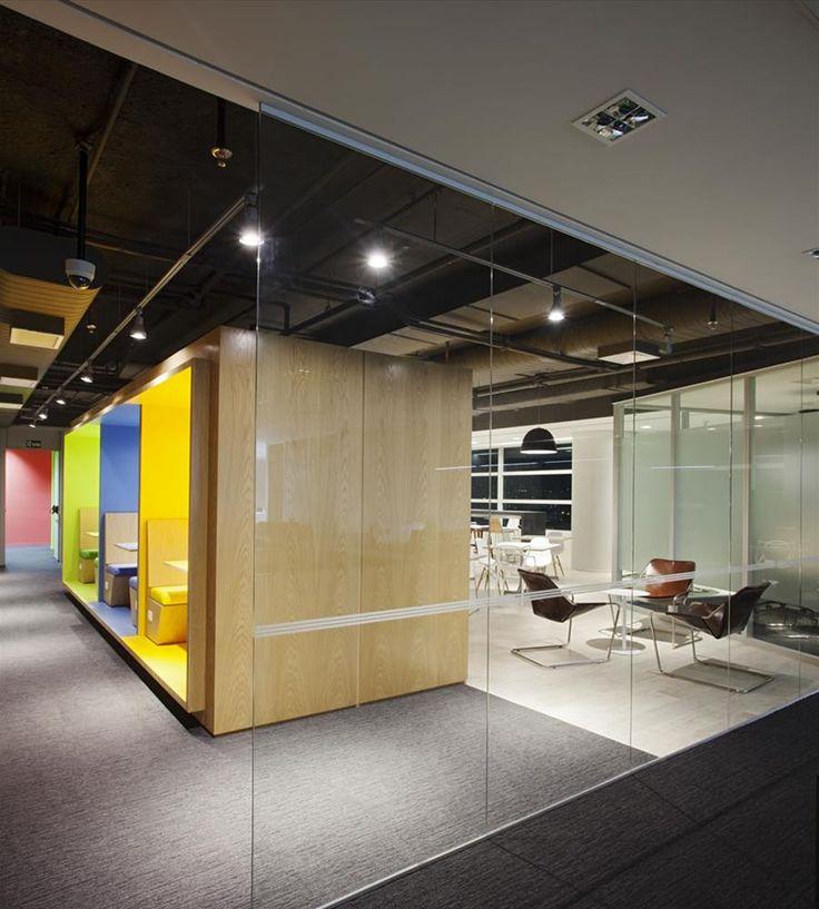 Galeria da Arquitetura   HBO - Os funcionários produzem tudo dentro do escritório e para isso precisavam melhorar o espaço técnico deles